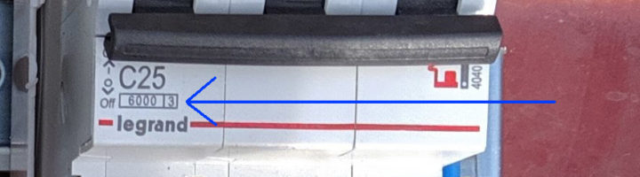 Вводной автомат с повышенной отключающей способностью